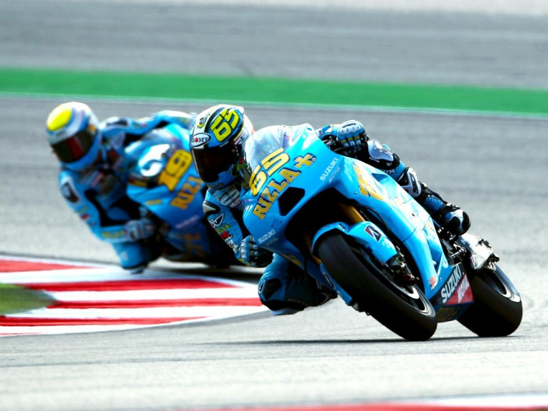 The Rizla Suzuki riders Bautista and Capirossi in action