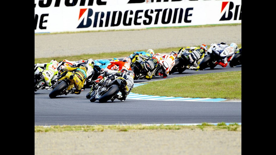 MotoGP group in action at Motegi