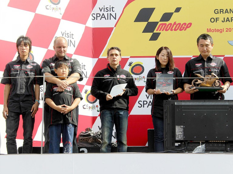 Shoya Tomizawa parents and Technomag-CIP staff at Tomizawa ceremony