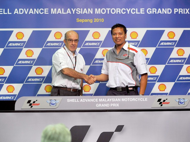 Dorna Sports CEO Carmelo Ezpeleta and SIC CEO Razlan Razali announce Sepang contract extension