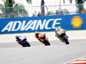 Rossi riding ahead of Dovizioso and Lorenzo at Sepang
