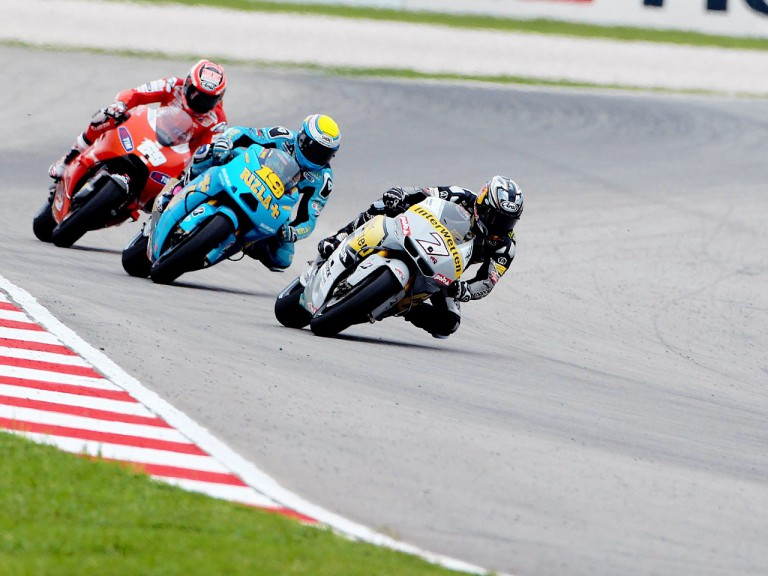 Aoyama riding ahead of Bautista and Hayden at Sepang