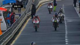 Le pilote du team Tuenti Racing a profité de l'amélioration des conditions météo pour se hisser au sommet de la feuille de temps 125cc au Grand Prix Iveco d'Australie, devant Marc Márquez et Bradley Smith.