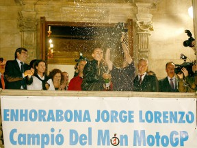 MotoGP World Champion Jorge Lorenzo celebrates victory at Palma de Mallorca (Photo by: Diario de Mallorca)