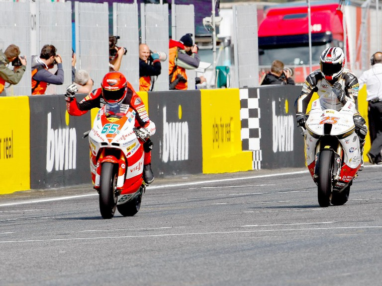 Stefan Bradl finish the Moto2 race ahead of Baldolini at Estoril