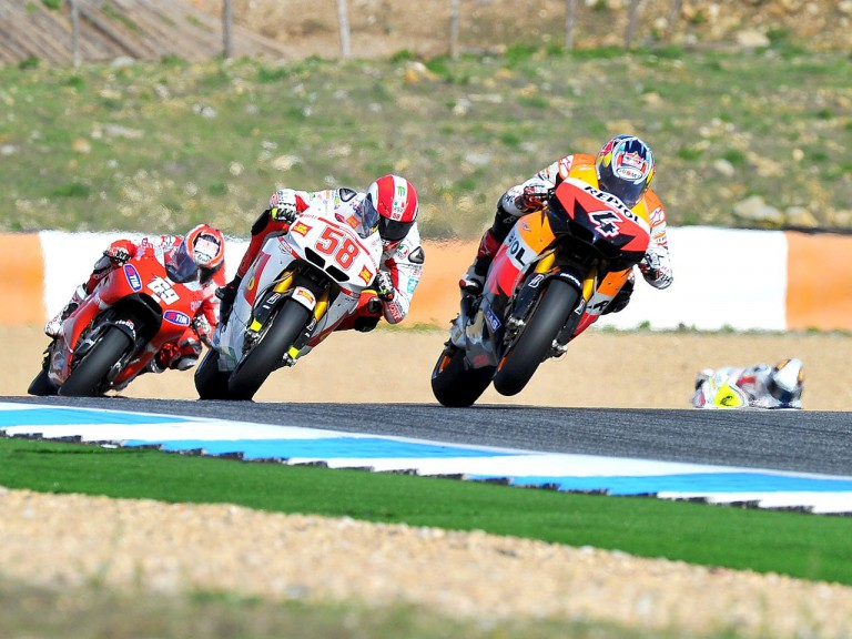Dovizioso riding ahead of Simoncelli and Hayden at Estoril