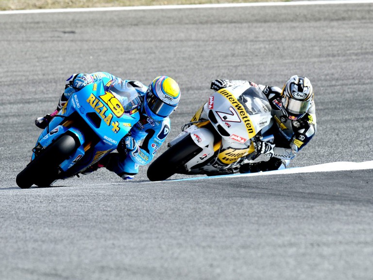 Bautista riding ahead of Aoyama at Estoril