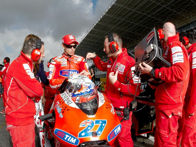 Casey Stoner on the starting grid at Estoril © Alexandre Chailan & David Piolé