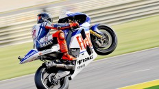 Jorge Lorenzo pulls off a wheelie after QP in Valencia