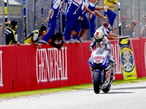 Jorge Lorenzo finish the race in Valencia
