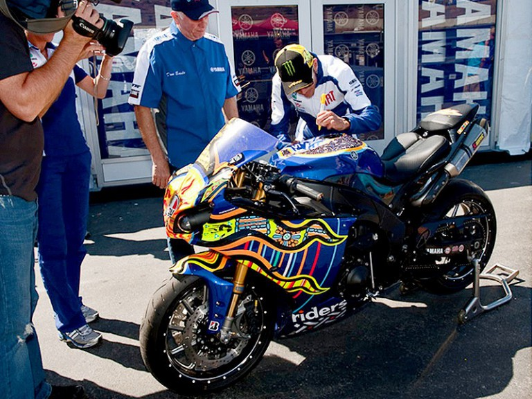 Valentino Rossi signs a specialised Yamaha YZF-R1