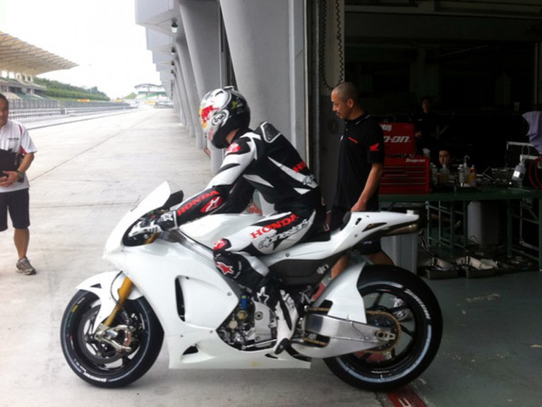 Jonathan Rea testing the Honda RC212V at Sepang