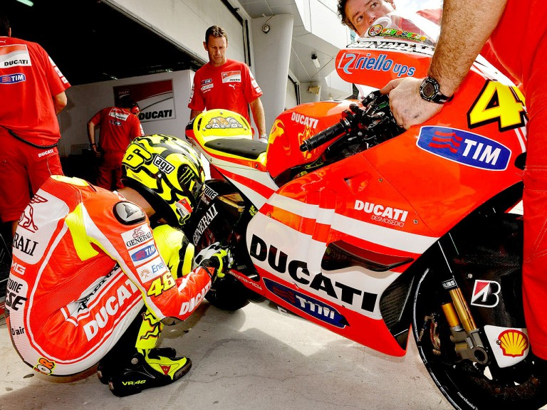 Valentino Rossi in the pit at the Sepang test