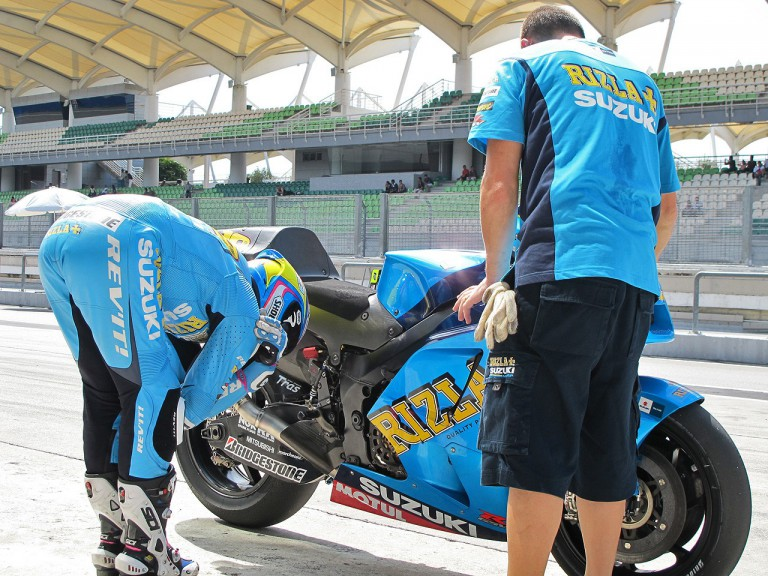 Alvaro Bautista in the pit at the Sepang test
