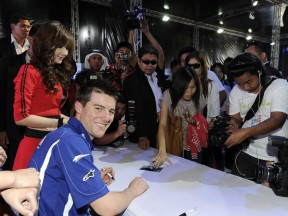 Spies meets fans at Thailand