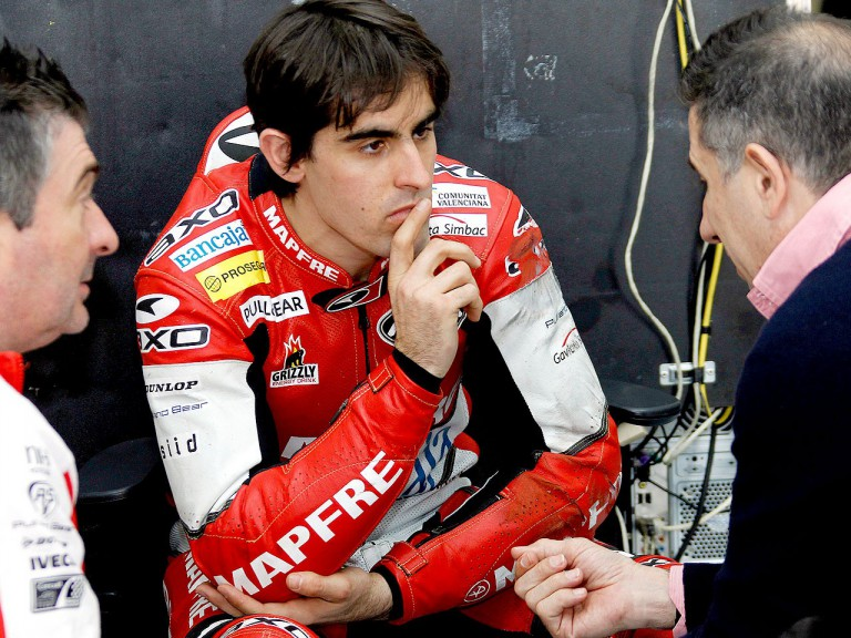 Julián Simón in the Mapfre Aspar garage