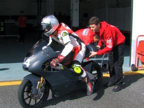 125cc class battles weather at Estoril