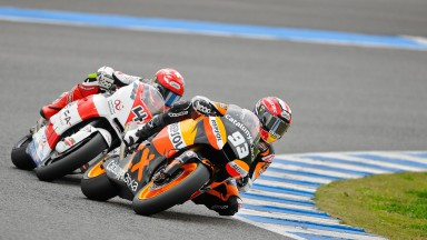 Marc Márquez riding ahead of Randy Krummenacher in Jerez test
