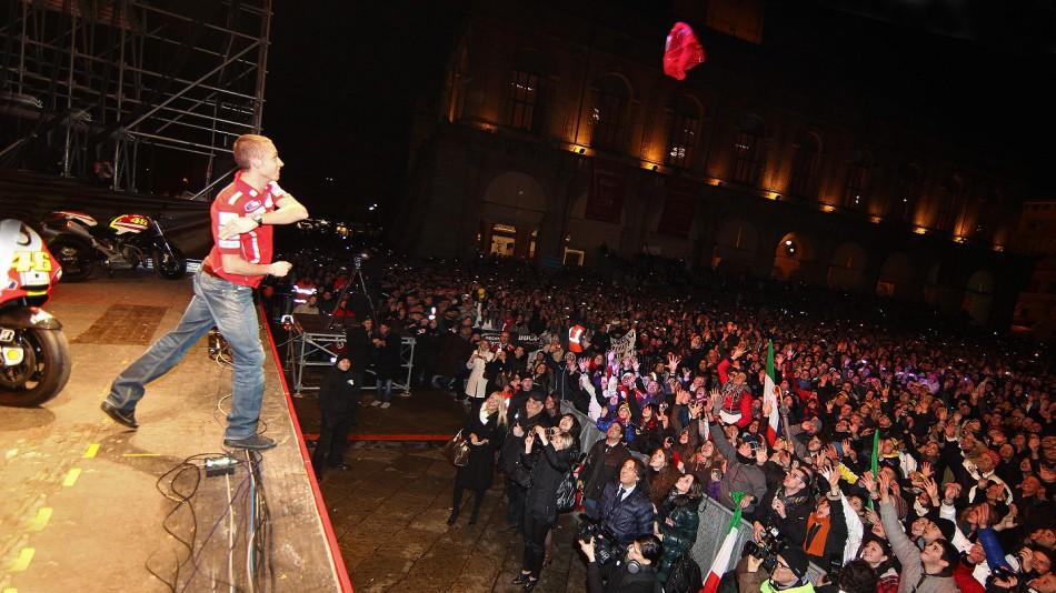 valentino rossi ducati pics. valentino rossi ducati pics.