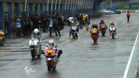 Der momentane Meisterschaftsführende der Moto2-Klasse, Stefan Bradl, führte seine Rivalen in FT1 an der Spitze durch den Regen von Assen.