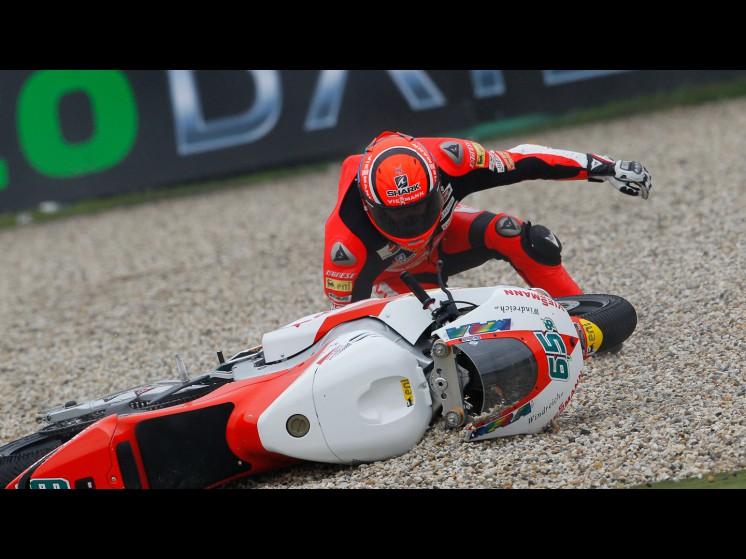 -Moto GP- Season 2011- - bradl crash002 slideshow