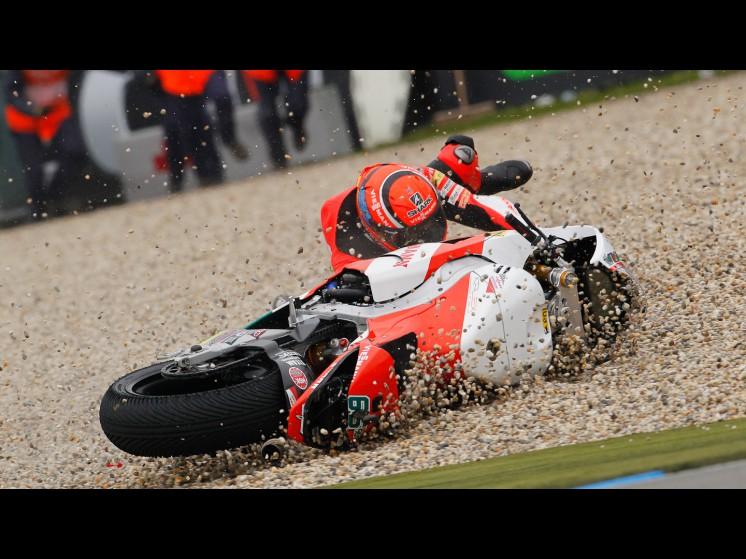 -Moto GP- Season 2011- - bradl crash003 slideshow