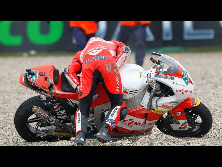 -Moto GP- Season 2011- - bradl crash004 slideshow