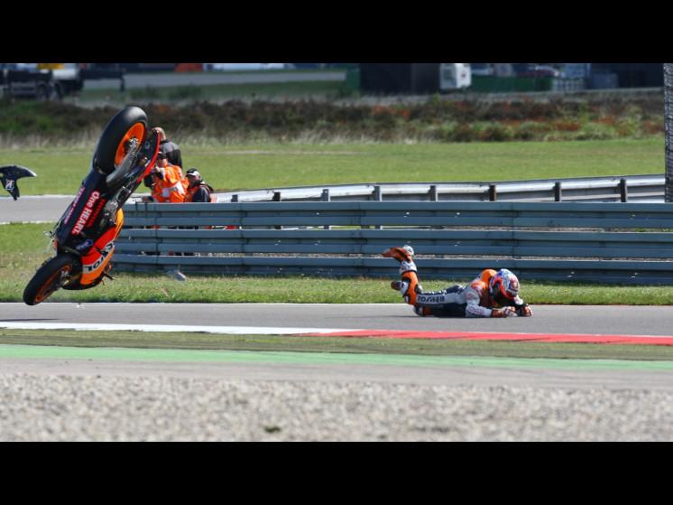 -Moto GP- Season 2011- - stoner crash003 slideshow