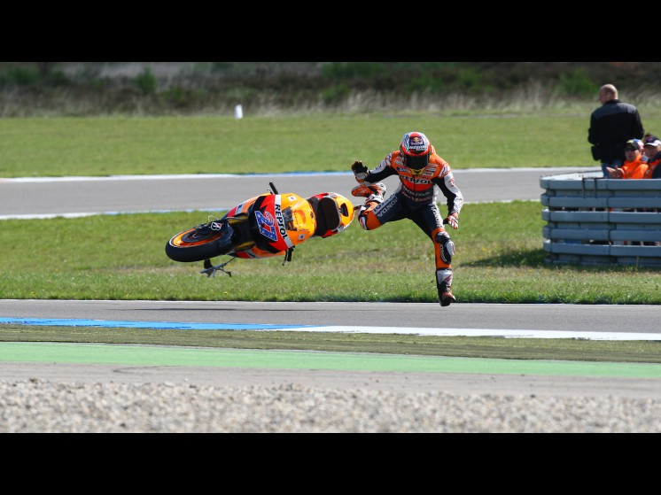 -Moto GP- Season 2011- - stoner crash004 slideshow