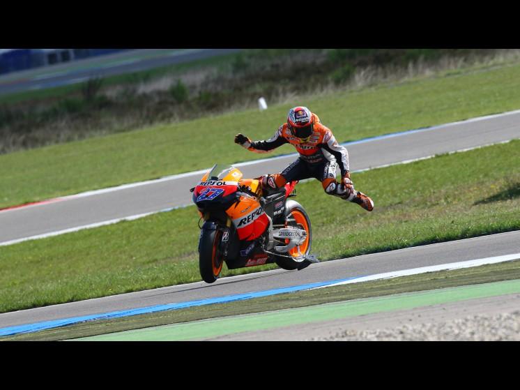 -Moto GP- Season 2011- - stoner crash005 slideshow