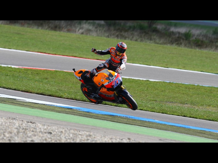 -Moto GP- Season 2011- - stoner crash006 slideshow