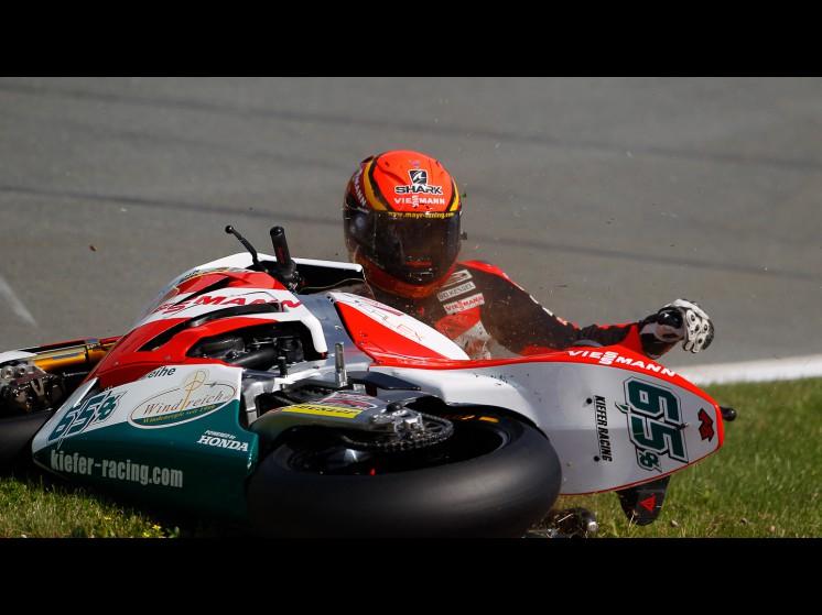 -Moto GP- Season 2011- - bradl crash ger fp302 slideshow