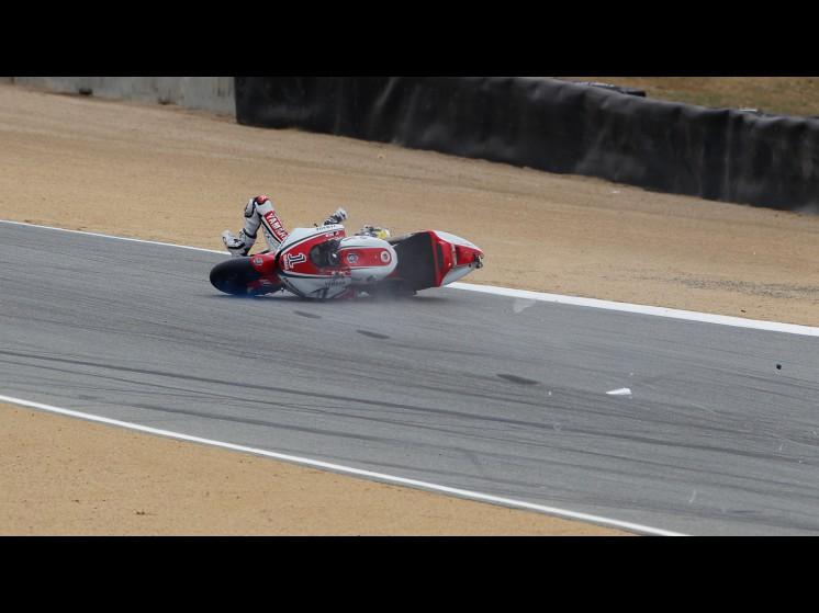 -Moto GP- Season 2011- - lorenzo crash usa fp305 slideshow