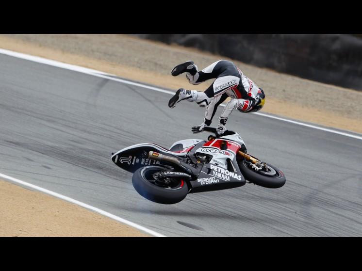 -Moto GP- Season 2011- - lorenzo crash usa fp312 slideshow