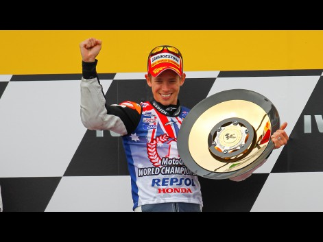 http://photos.motogp.com/2011/10/16/27caseystoner,motogp-2_preview_big.jpg