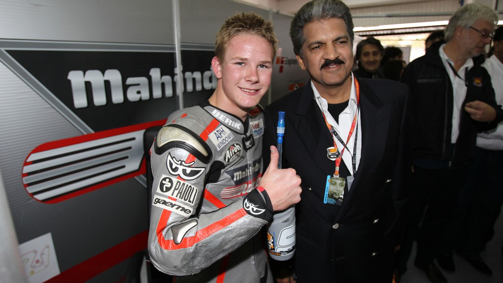 Danny Webb celebrates his pole position with Anand Mahindra