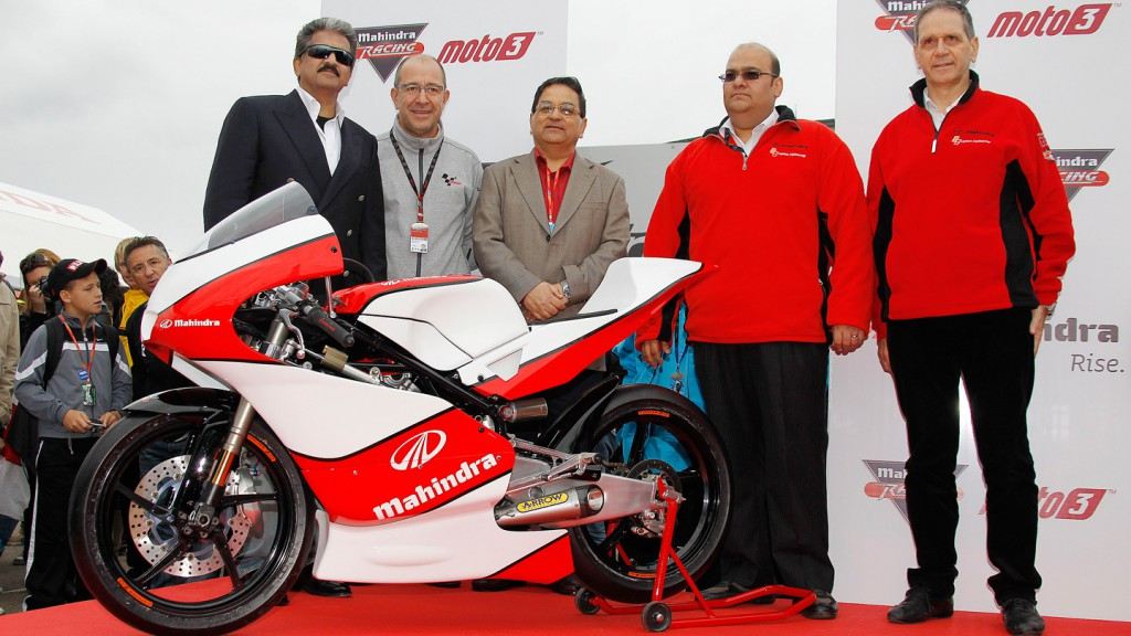 The Mahindra MGP30 is unveiled at Valencia by Anand Mahindra, Manel Arroyo (Dorna), Anoop Mathur, Mufaddal Choonia and Alberto S