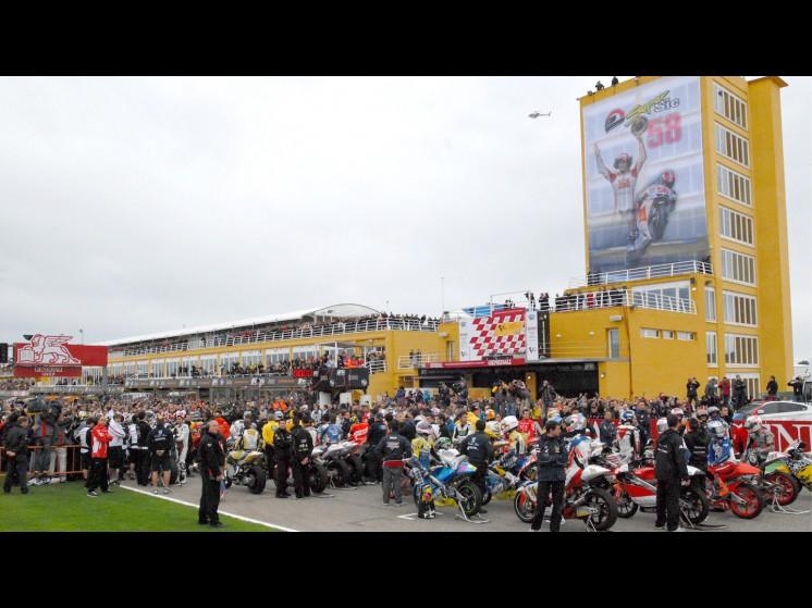-Moto GP- Season 2011- - 01 slideshow