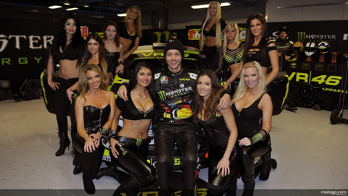 http://photos.motogp.com/2011/11/30/valentino_rossi_girls_02_original.jpg