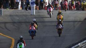 Bei trockenen und sonnigen Streckenbedingungen setzte Maverick Viñales von Blusens Avintia beim letzten freien Training der Moto3™ des Grande Prémio de Portugal Circuito Estoril die Bestmarke mit der schnellsten Runde und führte damit vor Sandro Cortese.
