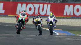 Nach der Ankündigung seines Rücktritts zeigt Casey Stoner von Repsol Honda Team keinerlei Anzeichen dafür, das Tempo beim Monster Energy Grand Prix de France in Le Mans drosseln zu wollen, und behauptete sich im ersten freien Training am Vormittag vor seinem Teamkollegen Dani Pedrosa als Schnellster.