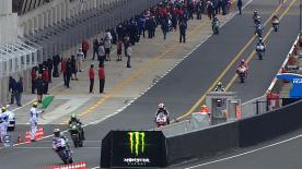 El campeón del Mundo domina los entrenamientos libres del sábado y aumenta distancias sobre sus rivales pese a tener una caída mediada la sesión. Crutchlow, Dovizioso y Lorenzo, en la estela del australiano.