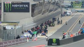 Miguel Oliveira est passé en tête du groupe Moto3™ samedi matin au Mans, sur une piste qui était encore sèche malgré les premières gouttes de pluie du week-end. Maverick Viñales et Romano Fenati sont juste derrière le Portugais.