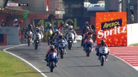 Los pilotos de Moto3™ han continuado con su trabajo en la tercera sesión de entrenamientos libres que ha abierto la jornada del sábado en el circuito de Montmeló. Maverick Viñales ha anotado el mejor crono del fin de semana y Sandro Cortese ha sufrido una caída en los minutos finales de la tanda.