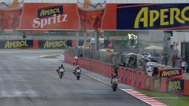 Johann Zarco a signé le meilleur temps des premiers essais libres de la catégorie Moto2™ sous une pluie battante vendredi matin à Misano. Le Français devance deux spécialistes du pilotage sur piste mouillée, le Britannique Gino Rea ainsi que l'Australien Anthony West.