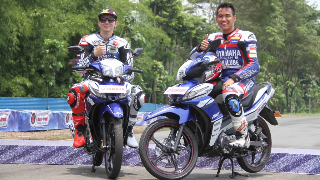 Jorge Lorenzo and Doni Tata Pradita at the Yamaha Racing Academy, Sentul