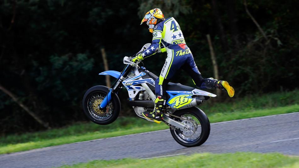 motogp.com · Valentino Rossi, Il Sagittario di Latina circuit - Sic Supermoto Day