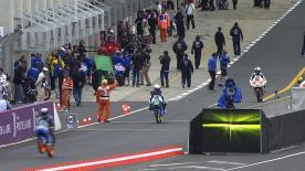 Estrella Galicia 0,0-Pilot Alex Rins toppte die Zeitentabelle des zweiten Moto3™-Trainings am Freitagnachmittag in Le Mans. Der Austin-Sieger notierte seine Bestzeit, bevor die Sitzung gegen Ende von Regen & Hagel getroffen wurde, und führte vor Mapfre Aspar Team Moto3-Pilot Jonas Folger und Red Bull KTM Ajo-Pilot Luis Salom.
