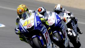 A crowd of more than 120,000 fans at the Jerez de la Frontera circuit witnessed a victory for Valentino Rossi in the first European race of 2009.