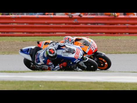 Jorge-Lorenzo-Marc-Marquez-Yamaha-Factory-Racing-Repsol-Honda-Team-Silverstone-RAC-Gigi-Soldano-Milagro-559254